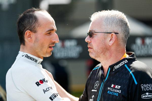 Robert Kubica, Williams Racing, talking to a team member