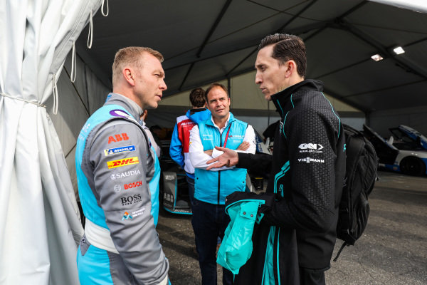 Olympic gold medalist Sir Chris Hoy, talks to James Barclay, Team Director, Panasonic Jaguar Racing