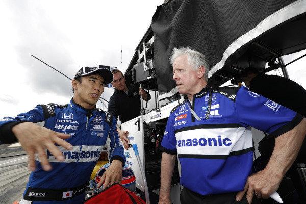 Takuma Sato, Rahal Letterman Lanigan Racing Honda with engineer Eddie Jones