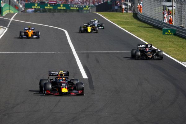 Pierre Gasly, Red Bull Racing RB15, leads Kevin Magnussen, Haas VF-19, Lando Norris, McLaren MCL34, Daniel Ricciardo, Renault R.S.19, and Valtteri Bottas, Mercedes AMG W10