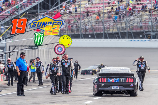 #4: Kevin Harvick, Stewart-Haas Racing, Ford Mustang Mobil 1, victory celebration