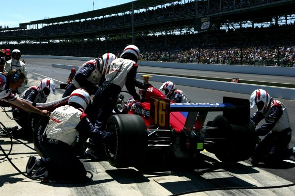 Danica Patrick (USA), Rahal Letterman Racing Panoz Honda pits during the Indianapolis 500. She finished fourth.IRL IndyCar Series, Rd5, 89th Indianapolis 500, Indianapolis Motor Speedway, Indianapolis, USA. 29 May 2005.DIGITAL IMAGE