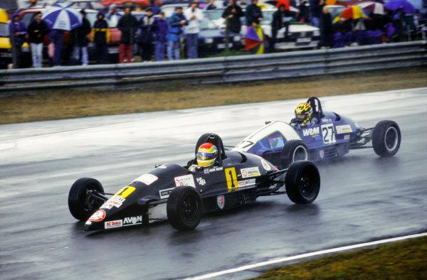 1995 Formula Vauxhall Junior Championship. Justin Wilson leads Ben Collins, action.  World Copyright: LAT Photographic.