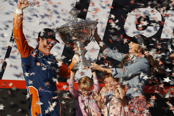 Scott Dixon, Chip Ganassi Racing Honda with wife Emma and Daughters Tilly and Poppy
