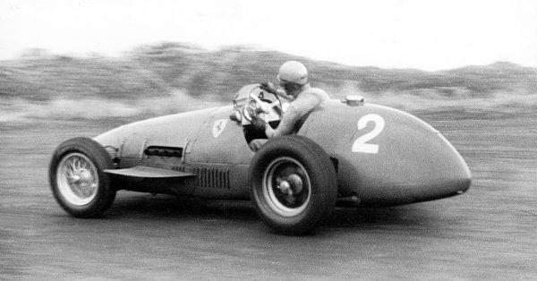 1952 Dutch Grand Prix.Zandvoort, Holland. 15-17 August 1952.Alberto Ascari (Ferrari 500) 1st position.Published-Autocar 22/8/1952 p1049.World Copyright - LAT Photographic