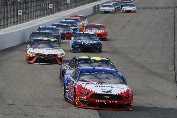 #22: Joey Logano, Team Penske, Ford Mustang AAA Insurance and #48: Jimmie Johnson, Hendrick Motorsports, Chevrolet Camaro Ally