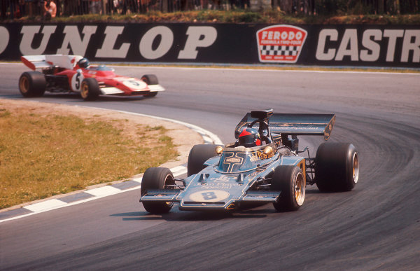 1972 British Grand Prix.Brands Hatch, England.13-15 July 1972.Emerson Fittipaldi (Lotus 72D Ford) 1st position leads Jacky Ickx (Ferrari 312B2).Ref-72 GB 09.World Copyright - LAT Photographic