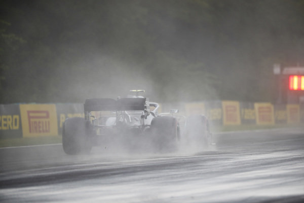 Valtteri Bottas, Mercedes AMG W10, kicks up cement dust which was laid down to cover a heavy oil spill in the F2 race prior to the session