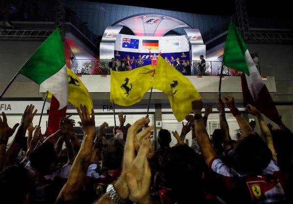 Marina Bay Circuit, Singapore. Sunday 20 September 2015. The Ferrari team cheer for Sebastian Vettel, Ferrari, 1st Position, on the podium. World Copyright: Steven Tee/LAT Photographic ref: Digital Image _L4R2035