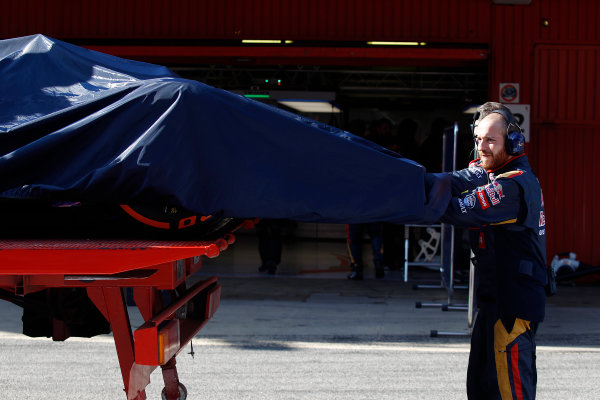 2015 F1 Pre Season Test 3 - Day 3 Circuit de Catalunya, Barcelona, Spain. Sunday 1 March 2015. The Red Bull RB11 of Daniel Ricciardo, Red Bull Racing, returns to the pits. World Copyright: Sam Bloxham/LAT Photographic. ref: Digital Image _G7C3380