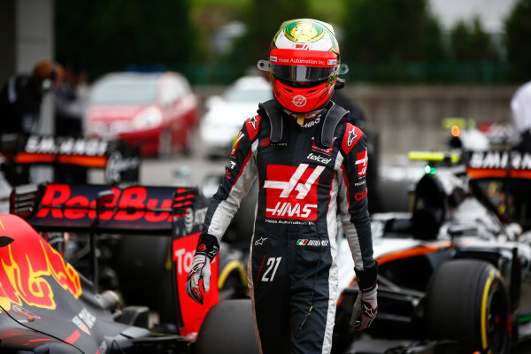Suzuka Circuit, Japan. Saturday 8 October 2016. Esteban Gutierrez, Haas F1, in Parc Ferme after Qualifying. World Copyright: Andrew Hone/LAT Photographic ref: Digital Image _ONY5217