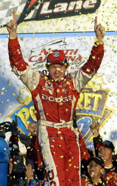 Bill Elliott (USA), Dodge Dealers, celebrates with a popcorn shower in victory lane.NASCAR Winston Cup Series, Rd35, Pop-Secret Microwave Popcorn 400, Rockingham, North Carolina, USA. 9 November 2003.DIGITAL IMAGE