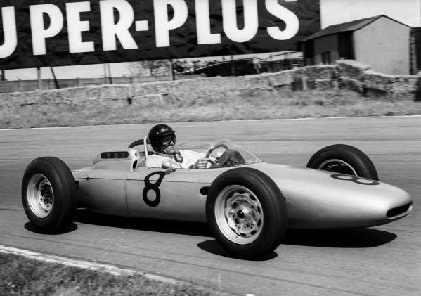 Dan Gurney (USA) Porsche 804 slipped back with clutch trouble to finish ninth.