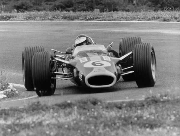 Levin, New Zealand. 13th January 1968. Jim Clark (Lotus 49 Cosworth), retired, action.  World Copyright: LAT Photographic. Ref:  B/W Print.