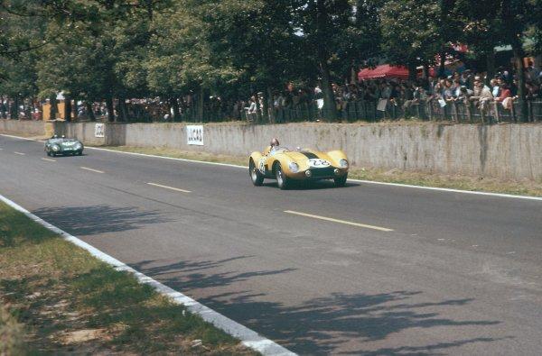 1957 Le Mans 24 hours. Le Mans, France. 22-23 June 1957. Lucien Bianchi/Georges Harris (Ferrari 500TR), 7th position. World Copyright: LAT Photographic Ref: 57LM05
