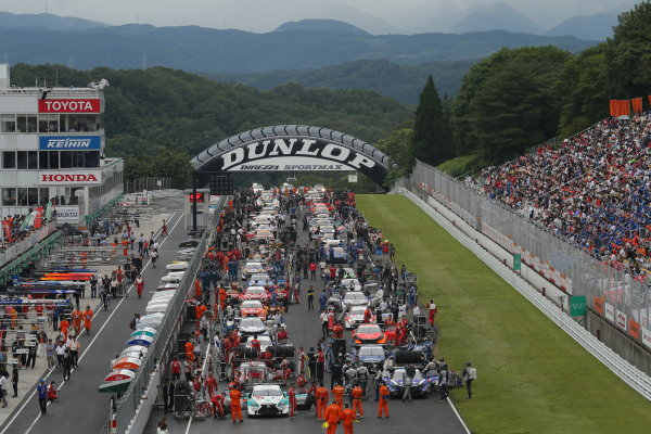 2014 Japanese Super GT Series. Sugo, Japan. 19th - 20th July 2014. Rd 4. GT500 - The grid before the start, Atmosphere. World Copyright: Yasushi Ishihara / LAT Photographic. Ref:  2014SGT_Rd4_002.JPG