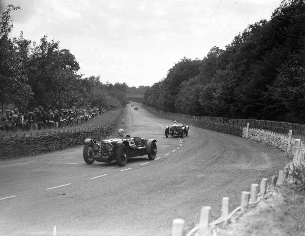 Pat Driscoll / Clifton Penn Hughes, Aston Martin Ltd., Aston Martin 1 1, leads Charles Duruy / Jean Danne, Salmson, Rally NCP.