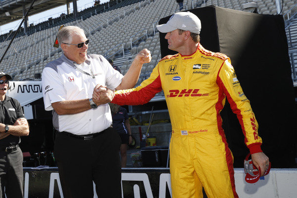 Verizon P1 Pole Award Winner Ryan Hunter-Reay, Andretti Autosport Honda with Art St. Cyr of Honda