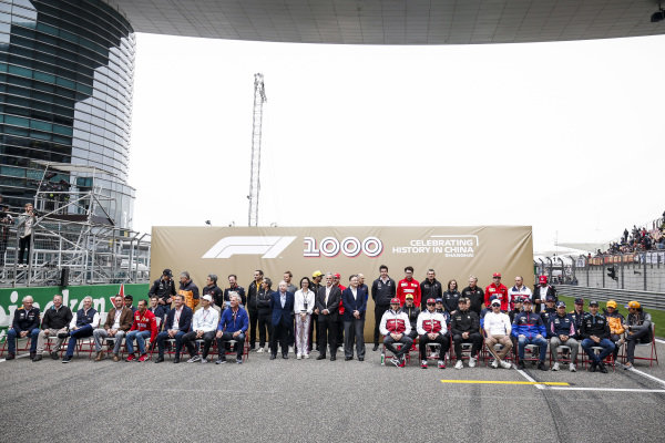 Drivers and dignitaries during the 1000th Race Official Photograph