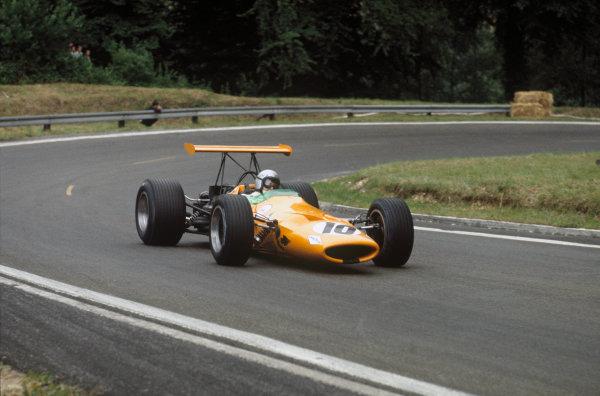 Rouen-Les-Essarts, France. 5-7 July 1968. Bruce McLaren (McLaren M7A Ford) 8th position. Ref-68FRA11. World Copyright - LAT Photographic