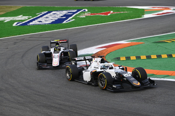 Matteo Nannini (ITA, Campos Racing), leads Theo Pourchaire (FRA, ART Grand Prix)