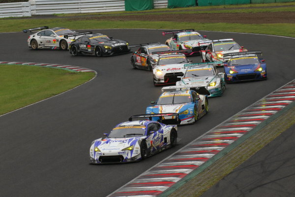 2017 Japanese Super GT Series. Sugo, Japan. 22nd - 23rd July 2017. Rd 4. GT300 Start of the race action World Copyright: Yasushi Ishihara / LAT Images. Ref: 2017SGT_Rd4_008