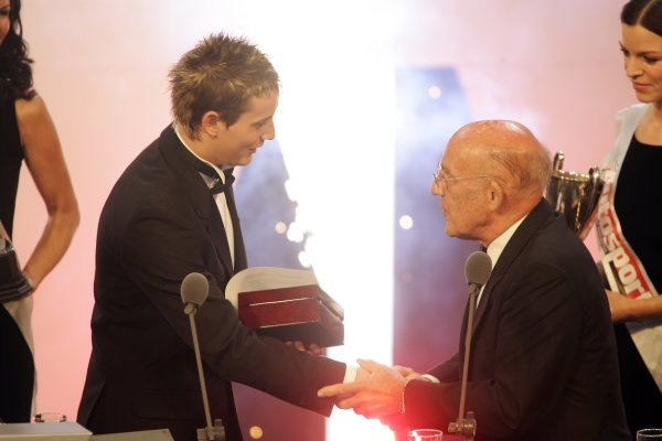 2005 Autosport AwardsGrosvenor House, London. 4th December.McLaren Autosport BRDC Young Driver Award winner Oliver Jarvis is presented with a new watch by Sir Stirling Moss.World Copyright: Malcolm Griffiths/LAT Photographicref: Digital Image Only