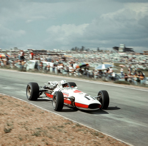 Kyalami, South Africa.31/12/66-2/1/1967.John Surtees (Honda RA273) 3rd position.Ref-3/2488.World Copyright - LAT Photographic