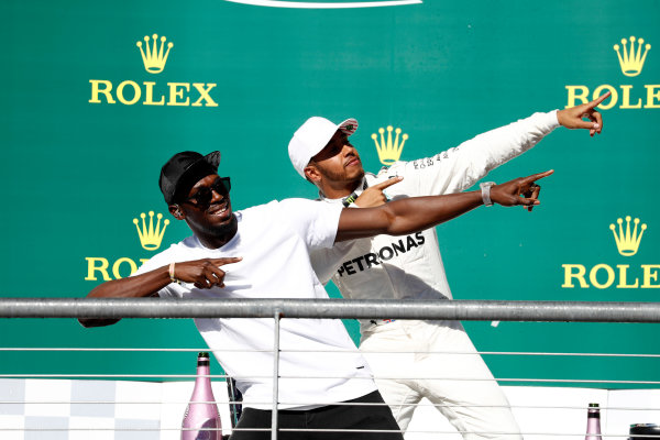 Circuit of the Americas, Austin, Texas, United States of America. Sunday 22 October 2017. Usain Bolt performs his trademark lightning bolt pose with Lewis Hamilton, Mercedes AMG, 1st Position, on the podium. World Copyright: Glenn Dunbar/LAT Images  ref: Digital Image _31I5628