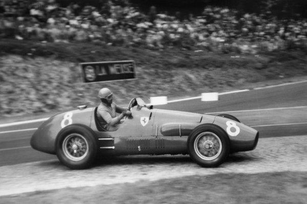 1952 French Grand Prix.Rouen-les-Essarts, France. 6 July 1952.Alberto Ascari (Ferrari 500), 1st position. Ref-52/29 #21A.World Copyright - LAT Photographic