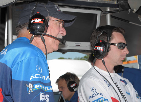 John Anderson, team manger for de Ferran Motorsports in ALMS with Simon Pagenaud
