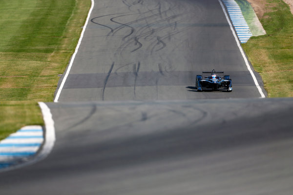 FIA Formula E Season 3 Testing - Day Two. Donington Park Racecourse, Derby, United Kingdom. Alex Lynn, Jaguar Racing, Spark-Jaguar. Wednesday 24 August 2016. Photo: Adam Warner / LAT / FE. ref: Digital Image _L5R0300