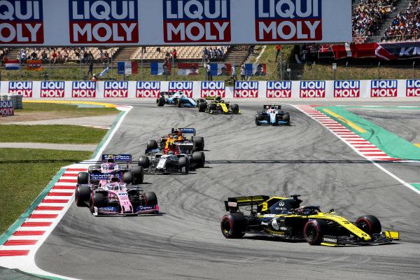 Daniel Ricciardo, Renault R.S.19, leadsSergio Perez, Racing Point RP19, Lance Stroll, Racing Point RP19, Antonio Giovinazzi, Alfa Romeo Racing C38, and Lando Norris, McLaren MCL34