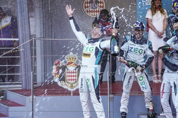 Cacá Bueno (BRA), Jaguar Brazil Racing celebrates victory on the podium with Sérgio Jimenez (BRA), Jaguar Brazil Racing, 2nd position