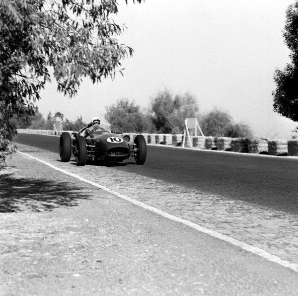1959 Portuguese Grand Prix.Monsanto, Lisbon, Portugal. 21-23 August 1959.Roy Salvadori (Aston Martin DBR4/250) 6th position. Ref-4836.World Copyright - LAT Photographic