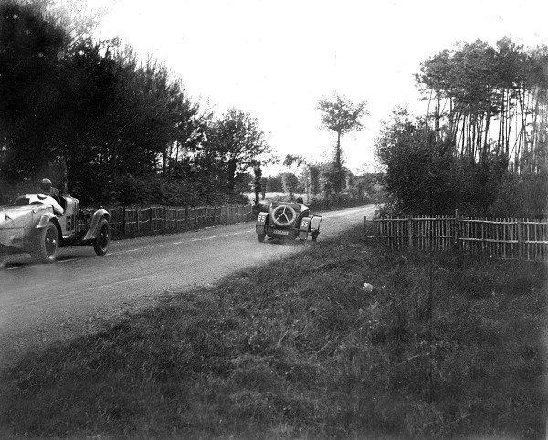 1930 Le Mans 24 hours.Le Mans, France. 21-22 June 1930.Marguerite Mareuse/Odette Siko (Bugatti T40, number 25) leads John Hindmarsh/Richard (Talbot GB90).Ref-Motor 731/8.World Copyright - LAT Photographic