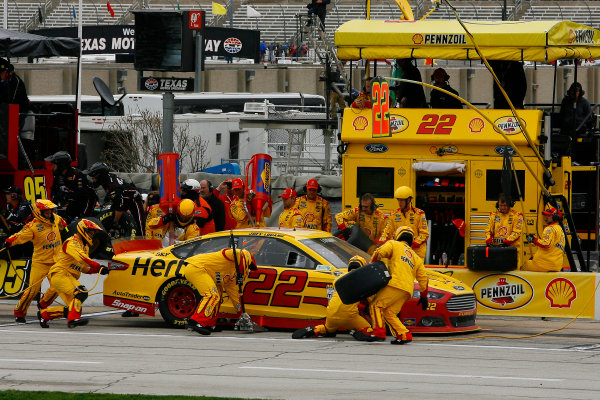 4-6 April, 2014, Fort Worth, Texas USA Joey Logano makes a pit stop ©2014, Russell LaBounty LAT Photo USA