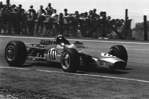1968 Spanish Grand Prix. Jarama, Spain. 12 May 1968. Rd 2. Graham Hill (Lotus 49-Ford), 1st position, action. World Copyright: LAT Photographic. Ref: B/W Print.