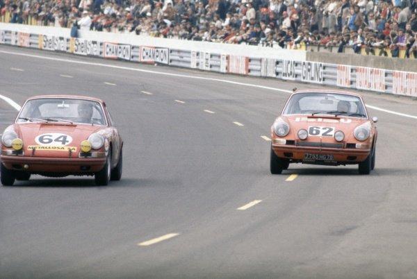 1970 Le Mans 24 hours. Le Mans, France. 13-14 June 1970. Jean Sage/Pierre Greub (#64, Porsche 911S) and Pierre Mauroy/Rene Mazzia (Porsche 911S). World Copyright: LAT Photographic Ref: 70LM44