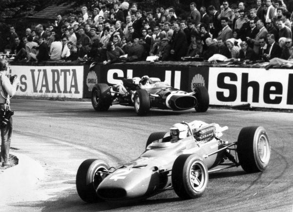 1967 Belgian Grand Prix.Spa-Francorchamps, Belgium. 18 June 1967.Ludovico Scarfiotti, Ferrari 312, not classified, leads Jo Siffert, Cooper T81-Maserati, 7th position, action.World Copyright: LAT PhotographicRef: Autosport b&w print