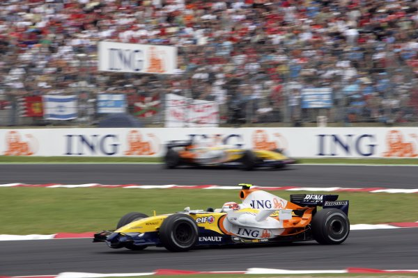 2007 French Grand Prix - Sunday RaceCircuit de Nevers Magny Cours, Nevers, France.1st July 2007.Heikki Kovalainen, Renault R27, 15th position, leads team mate Giancarlo Fisichella, Renault R27, 6th position. Action. World Copyright: Andrew Ferraro/LAT Photographicref: Digital Image VY9E3373