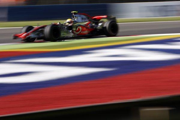2007 Italian Grand Prix - Friday PracticeAutodromo di Monza, Monza, Italy.7th September 2007.Lewis Hamilton, McLaren MP4-22 Mercedes. Action. World Copyright: Lorenzo Bellanca/LAT Photographicref: Digital Image _64I5512