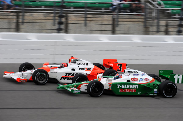 L-R: Helio Castroneves (BRA) Team Penske, and Tony Kanaan (BRA) Andretti Green Racing.