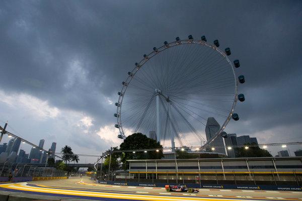 Marina Bay Circuit, Singapore. Friday 19 September 2014. Daniil Kvyat, Toro Rosso STR9 Renault. World Copyright: Steve Etherington/LAT Photographic. ref: Digital Image SNE17756