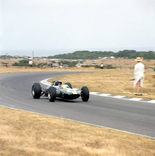 1965 South African Grand Prix.East London, South Africa.30/12/64-1/1/1965.Jim Clark (Lotus 33 Climax) 1st position.Ref-1474.World Copyright - LAT Photographic