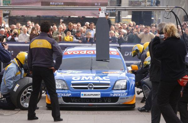 2005 DTM Media DayHamburg, Germany. 5th April 2005Marcel Fassler (Opel Vecrta GTS V8), pitstop demonstartion.World Copyright: Andre Irlmeier/LAT PhotographicRef: Digital Image Only