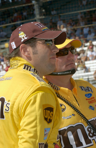 06-08 August, 2004, Indianapolis Motor Speedway, Indiana, USA,Elliott Sadler and crew chief,Todd ParrottCopyright-Robt LeSieur 2004 USALAT Photographic