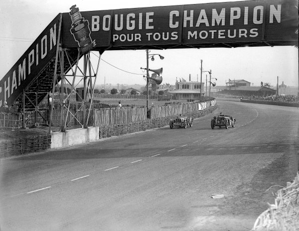 Le Mans, France. 16-17 June 1934.Pierre Padrault/Charlault (Tracta, number 43) and Donald Barnes/Archie Langley (Singer 1 5-litre).Ref-Motor 800/75.World Copyright - LAT Photographic
