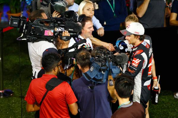Marina Bay Circuit, Marina Bay, Singapore. Sunday 18 September 2016. Esteban Gutierrez, Haas F1, is interviewed after the race. World Copyright: Andrew Hone/LAT Photographic ref: Digital Image _ONY8689