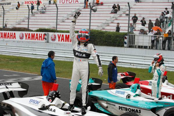 Sugo, Japan. 26th - 27th September 2009.Rd8  - Winner Loic Duval ( #31 NAKAJIMA RACING ) parcferme, portrait.World Copyright: Yasushi Ishihara/LAT Photographicref: Digital Image 2009FN_Rd8_011